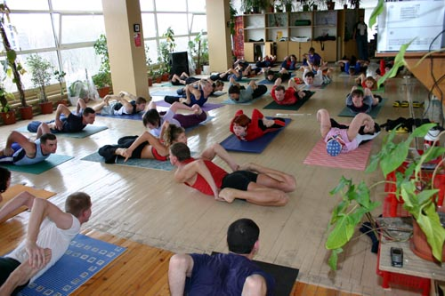 Занятие по аштанга-йоге в Одессе по руководством Андрея Внукова. Март 2004. Фото первое