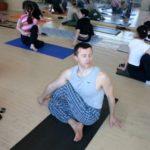Занятие по аштанга-йоге в Одессе по руководством Ляшенко Генадия. Февраль 2004г. Фото первое