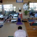 Занятие по аштанга-йоге в Одессе по руководством Ляшенко Генадия. Февраль 2004г. Фото четвертое