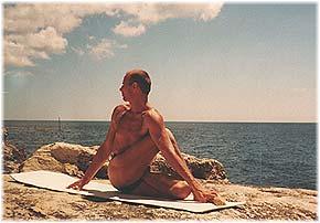 Йога в Крыму. Ярослав Саргюнас. 2001г. Фото шестое