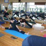 Занятие по аштанга-йоге в Одессе по руководством Александра Гортовлюка. Февраль 2004г. Фото седьмое
